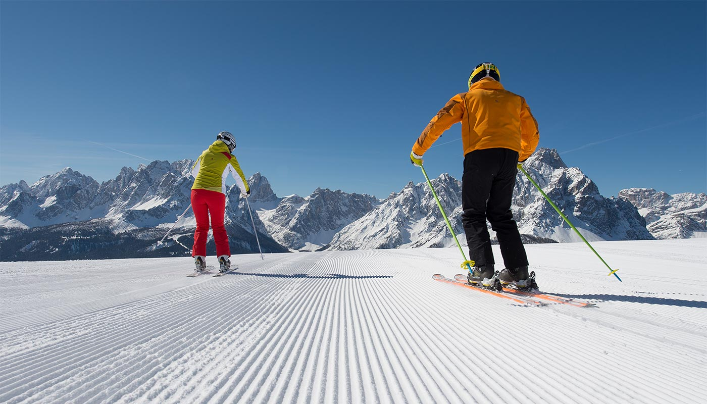 Two young people skiing around Hotel Gratschwirt